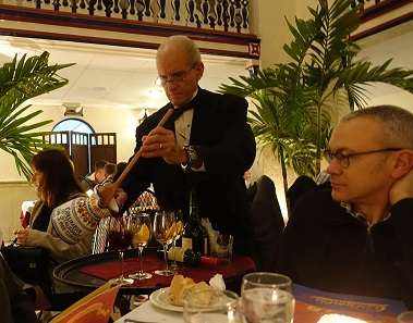 Luis Lalana of Aureo&Calicó is watching the waiter mix sangria at the traditional restaurant Columbia. And yes, the sangria tastes just as wonderful as it looks. Photo: UK.