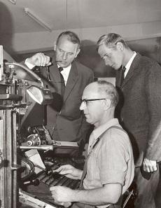 Richard Borek II and Richard Borek III at the typesetting machine, 1967. Photo: Borek.
