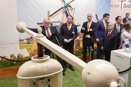 The new owners of the Royal Dutch Mint presented visitors with a new special coin, only issued at the World Money Fair. Photo: WMF.