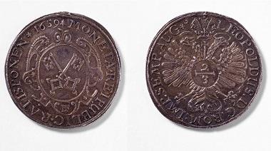 Regensburg. 2/3-Taler, 1659. Der Avers zeigt die Stadtschlüssel, der Revers den Reichsadler mit Titel von Kaiser Leopold I. Foto: Stefan Effenhauser.