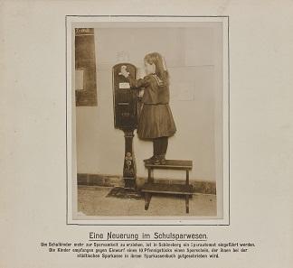 Sparautomat für Schulkinder, Berlin, um 1910. © Deutsches Historisches Museum.