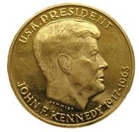 Medaille auf das Kennedy Memorial mit Porträt von John F. Kennedy.