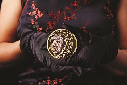Australia / 2,000AUD / 10oz / 99.99 gold / 60.60mm / 325.366g / Design: Aleysha Howarth / Mintage: 8.
