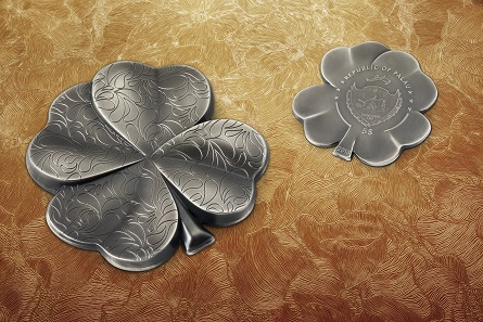 The new four-leaf clover coin combines two characteristic features: a very high relief and most delicate features on the surface.