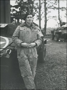 Lieutenant Colonel David Vivian Currie in einem Panzerspähwagen am 12. November 1944 in Halte, Niederlande. Foto: Dix Noonan Webb.