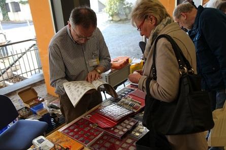 Ein Numismatiker zeigt seine Sammlung auf der 1. Südwestfalenbörse. Bild: VP.