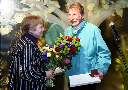 During the ceremony on 27 April 2018 the author of the plaster model Ligita Franckevica and artist Edgars Folks were honoured. Photo: © Latvijas Banka.