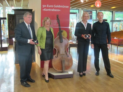 An passendem Ort wurde die neue Goldmünze im Musikinstrumenten-Museum präsentiert.