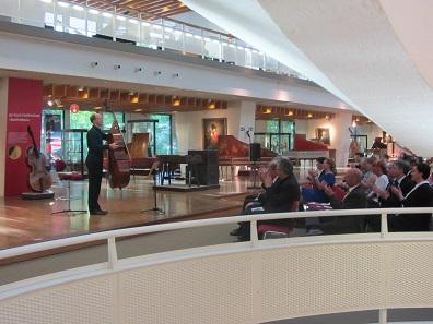 Während der Präsentation gab es natürlich auch eine musikalische Einlage an dem Musik, das im Mittelpunkt stand.