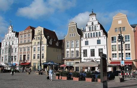 Giebelhäuser am Neuen Markt. Foto: Darkone / CC BY-SA 2.5