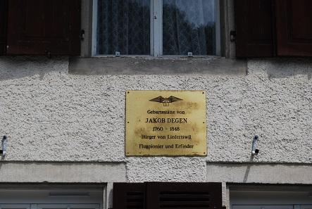 Gedenktafel am Geburtshaus Degens in Liedertswil. Foto: Dietrich Michael Weidmann / CC BY-SA 3.0