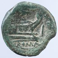 Die älteste Münze des Ensembles: Republikanischer As des Münzmeisters C. Terentius Lucanus, 147 v. Chr. Foto: HMB Alwin Seiler. © Historisches Museum Basel.