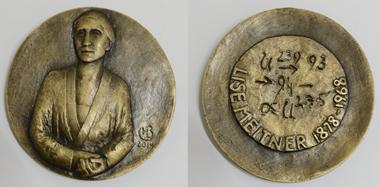 Eine der bedeutendsten deutschen Physikerinnen: Lise Meitner auf einer Medaille von Marie-Luise Bauerschmidt. Foto: Marie-Luise Bauerschmidt / Ljuba Schmidt, Münzkabinett Dresden.