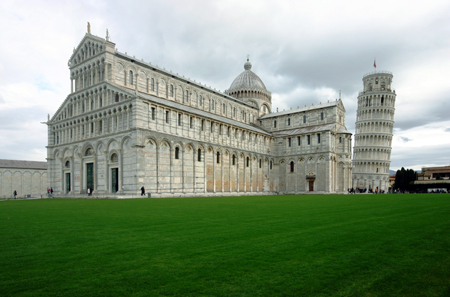 Piazza dei Miracoli with Pisa Cathedral and the Leaning Tower. Photo: © José Luiz Bernardes Ribeiro / CC BY-SA 3.0