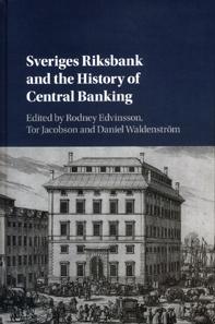 Rodney Edvinsson, Tor Jacobson, Daniel Waldenström (Hrsg.), Sveriges Riksbank and the History of Central Banking. Cambridge University Press, Cambridge 2018. 507 S. 15,7 x 23,3 cm. Hardcover. ISBN: 978-1-107-19310-9. GBP 85.