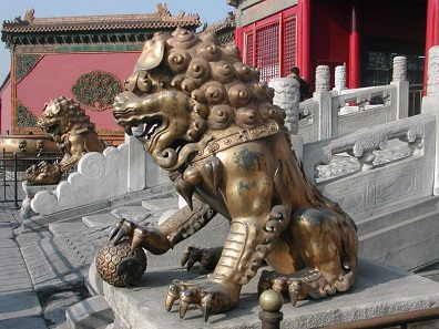 A pair of guardian lions from the Quig-Era in 'the forbidden city' (Beijing). Photo: Allen Timothy Chang / CC BY-SA 3.0