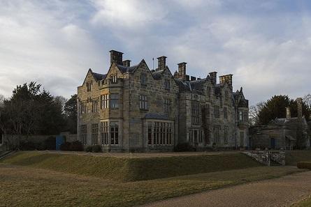 Scotney Castle mansion. © National Trust Images Oskar Proctor.