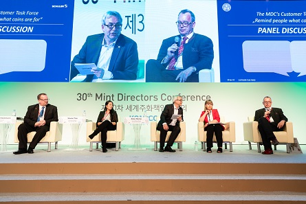 Panel discussing the outcome of the research of the Consumer Task Force: From l. to r. Marius Haldimann (Swissming), Sharon Tran (Royal Australian Mint), Dieter Merkle (Schuler), Astrid Mitchell (Currency News) and Niels Hagemann (MDM). Photo: MDC 2018.