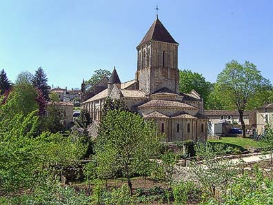 Fig. 8: Saint-Hilary is the most important of three Romanesque churches that were visited by the pilgrims in Melle once. A pilgrims' hospital was attached where the worshippers could regain their strength for a couple of days.