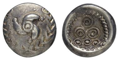 Los 3: Germanische Stämme. Elektron-Regenbogenschüsselchen, ca. 50-25 v.u.Z. Aus alter Neusser Sammlung. Ausruf: 350 Euro Zuschlag: 1100 Euro.
