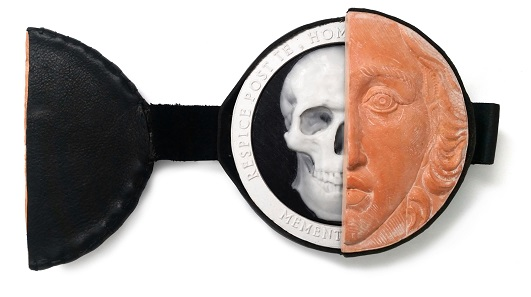 """The 1st Prize winner Francesca Muscianesi from Italy created this unique medal titled """"Memento Mori""""."""