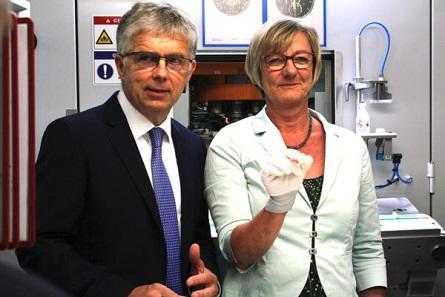 Münzleiter Dr. Peter Huber, Finanzministerin Edith Sitzmann MdL.