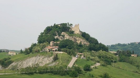 Today, the Canossa Castle in Emilia-Romagna is a ruin. Photo: Franz Xaver / CC BY-SA 3.0
