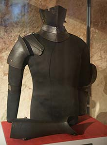 Parts of armor from the possession of Sigismondo Malatesta. Photograph: Sandstein / Wikipedia.