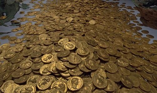Präsentation des Goldmünzenschatzes. Foto: Th. Zühmer / CC BY-SA 3.0.
