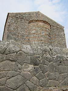 Kontinuität des Ortes: Das Nekromanteion wurde unter einer Friedhofskirche des 18. Jahrhunderts gefunden. Foto: KW.