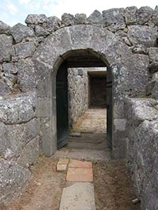 Entrance to the central cult room. Photograph: KW.