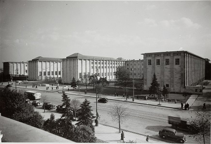The facade of the gigantic National Museum in Warsaw in the year of 1938. Photo: Encyklopedia Powszechna PWN 1959.