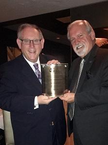Donn Pearlman (left), recipient of the PNG 2018 Lifetime Achievement Award, is congratulated by PNG Executive Director Robert Brueggeman.