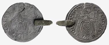 Auch diese Nachahmung, eine Zwittermünze, basierend auf Miliarensia des Konstantin IX. (1042-1055) und Romanus III. (1028-1034) wird in Helsinki ausgestellt. Foto: The National Museum of Finland.