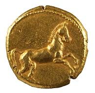 Ein einzigartiges Zeugnis dafür, dass auch die ägyptischen Pharaonen Münzen prägten, wenn sie Geld für Söldner brauchten. Stater, Gold, Nektanebos II., 4. Jh. v. Chr. (Inv. 1989.90), Foto: Museen für Kulturgeschichte Hannover.