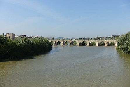 My favorite place as far as the Roman bridge is concerned: so far away that you don't see the crowds of people. Photo: KW.