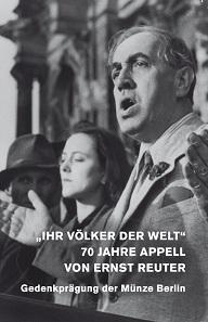 Die Klappkarte zeigt ein Foto von Ernst Reuter bei seinem Auftritt vor dem Reichstag.