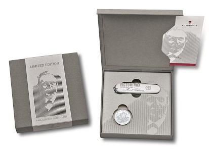 Zwei Sammelobjekte in einem Kombi-Pack: Gedenkmünze und Sondereditions-Messer. Foto: Swissmint.