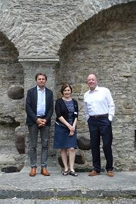 Ein Besuch der Klosterruinen von Pirita. Von l. nach r.: Roman Zaoral, Claudia Jefferies und Claudio Marsilio. Foto: UK.