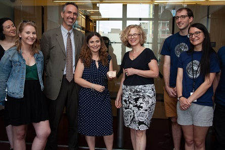 Ute Wartenberg Kagan, Peter van Alfen and students present the Eric P. Newman medal to Prof. Mariangela Puglisis (center).