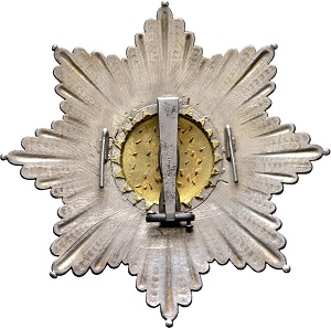No. 1335: Kingdom of Saxony: House Order of the Rue-Crown [Haus-Orden der Rautenkrone], breast star, manufacturing of Biennais in Paris between 1807 and 1808, silver, gold and enamels. Belonged to Emperor Napoléon I, derives demonstrably from the Prussian Waterloo prey. Estimated: 75,000 euros.