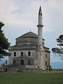 Fetiye Moschee mit dem Grab Ali Paschas davor. Foto: KW.