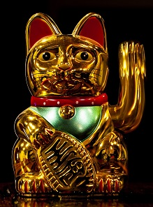 A typical Maneki Neko from China. Image: WClarke / CC BY-SA 4.0.