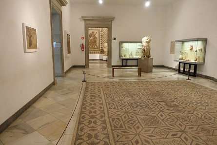 A look into the exhibition of Roman finds from Italica. Photo: KW.