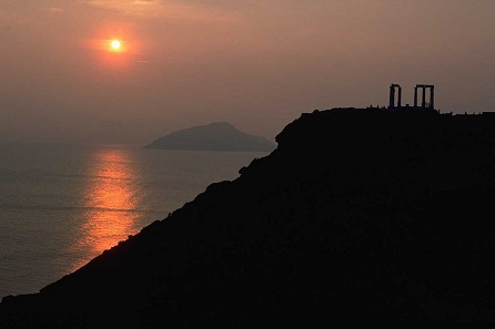 Sunset at Cape Sounion. Photo: Kuno Lechner / CC BY-SA 3.0