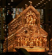 The Shrine of the Three Kings in the Cologne Cathedral, made by the then highly famous goldsmith Nicholas of Verdun. Photo: Beckstet. CC-BY 3.0.