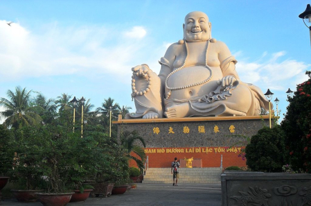 A statue pf Budai at the Vinh Trang Temple in Vietnam. Photo: Milei.vencel / CC BY-SA 3.0.