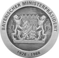 """Die Gedenkmedaille """"Franz Josef Strauß"""" wird auch patiniert geprägt (Ag 999 / 45g / 45mm)."""