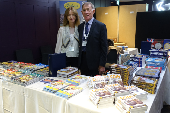 Carol Hartmann and John Mussell of Token Publishing of course knew what numismatic literature to recommend. Photo: UK.