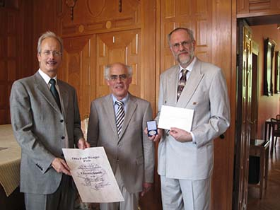 From l. to r. Marcel Häberling, president of the Association of Swiss Professional Numismatists, Dr. Ulrich Klein, former director of the coin cabinet of the state museum in Stuttgart and Professor Emmerig of the Institute for Numismatics and Monetary History of the University of Vienna.